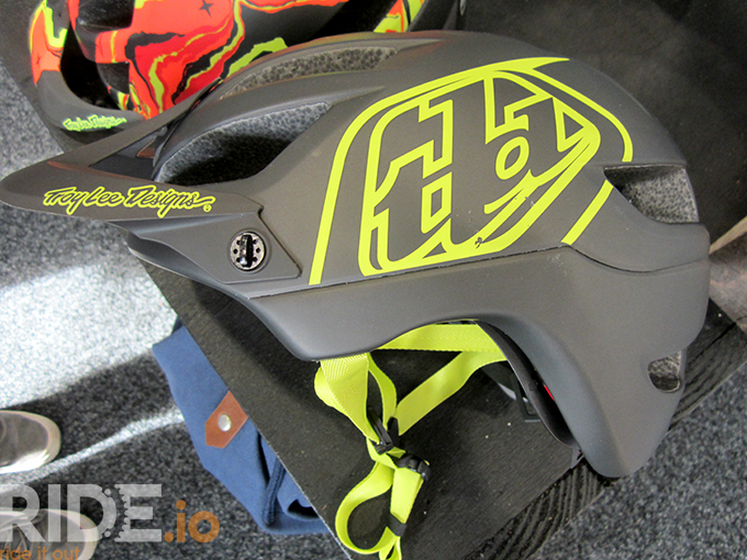 troy-lee-a1-black-yellow